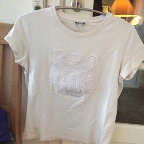 BYD!  KENZO t-shirt.  NP: 1000kr  Prisen nu: Byd    (Brugt meget få gange)