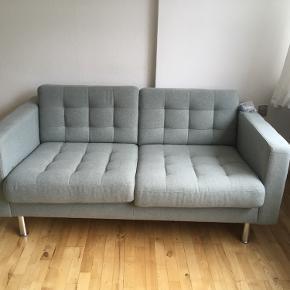 2 personers Ikea sofa sælges. Den er kun 1 år gammel. Ingen pletter eller tegn på slid.   Ny pris 3.299kr  Sælges for 1.800   Skal hentes på Østerbro.