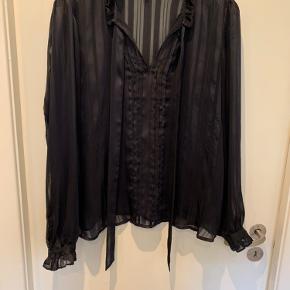 Smuk gennemsigtig bluse fra Y.A.S🌸