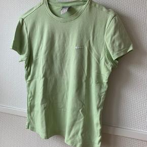 Nike t-shirt Passes af en XS-S God stand  Instagram? Katharinalind_