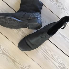 Lækre støvler, desværre købt for små
