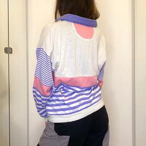 Virkelig sød vintage trøje i flotte farver - købt brugt men har ikke selv brugt den, fremstår pæn og ny ✨