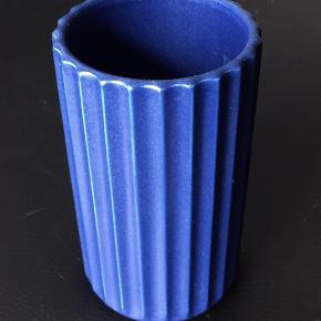 Fin blå Lyngbyvase 15 cm høj  I oerfekt stand   Sender gerne - DAO 37 kr