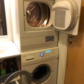 Super fin og god Siemens tørretumbler.  Støjsvag - elektronisk display - lys i tromlen osv.   Vaskemaskine sælges på anden annonce.   Står i Vejle.