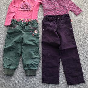 Lilla bukser og bluse der er stribet i grå, hvid, lyserød og pink i str. 122  Grønne tre-kvartlange bukser og pink bluse med print af syngende piger i str. 128.  Prisidé dkk 75,00 - kom gerne med et seriøst bud :-)  Forsendelse med DAO dkk 36,95