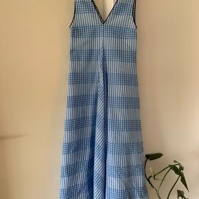 Smuk Ganni kjole, kun brugt en enkelt gang.