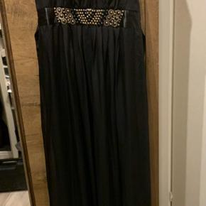 Love drobe str 20  Galla kjole