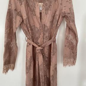 Ny kjole fra Buch. Aldrig brugt. Nude/gammelrosa