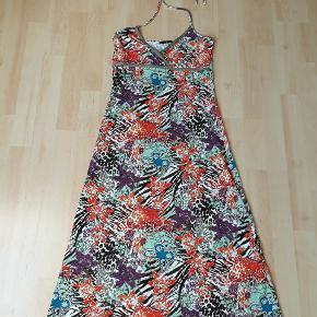 Halterneck kjole fra vero moda str M, 20kr