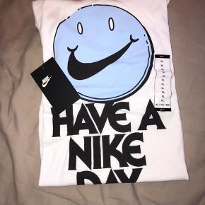Limited edition Nike T- shirt Aldrig gået med, stadig i indpakning