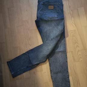 Lækre jeans fra JJ. Str 36/32. Mobilpay foretrækkes og køber betaler for porto ved forsendelse Sælges da de ikke bliver brugt