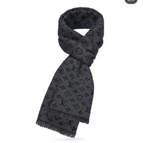 Louis Vuitton scarf Har boksen og kvittering
