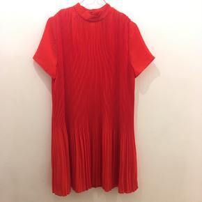 Flot rød Kjole fra Envii. Str. S. Så god som ny 😊