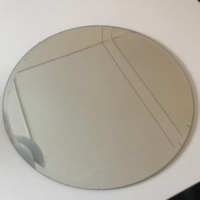 Fint rundt spejl ca.45 cm