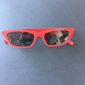 Flotteste solbriller , brugt 2 gange ....ingen brugsspor  Desværre er Itui blevet væk 😒 Nypris 1999kr  Handel over trendsales  Sender med Dao eller afhentes hos mig evt mødes et sted i Kbh