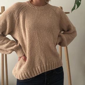 *prisen er uden fragt - køber betaler fragt*  Sweateren har glitter i sig, men det er ret diskret, skriv for flere billeder <3