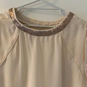 Flot skjorte med pailetter