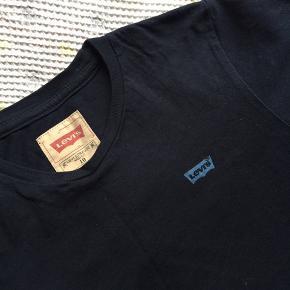 2 kort ærmet t-shirt. Brugt meget få gange. Pris for begge to