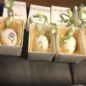 Royal Copenhagen påskeæg 4 stk æg sælges kun samlet i hver sin æske  et samler objekt .. Disse æg er ubrugte i originale æsker med rede og bånd..nogle afdeling første æg ..   2006  LILLA  KROKUS (1249 371)  2006   VINTER GÆK (1249 372)  2006. ERANTIS (1249 373)  2006. STEDMODERBLOMST (1249 374)   Sender + Porto 39 kr gls