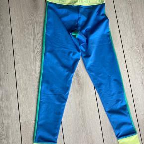 Fede tights - brugt en enkelt gang hjemme, men jeg er en xs og de er for store til mig. Sendes med DAO