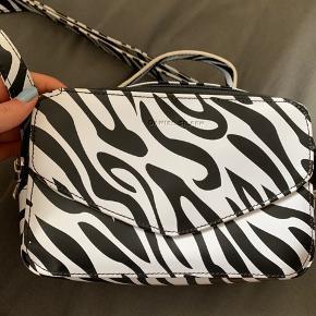 Daniel Silfen Emma taske i zebra  Brugt få gange   #Secondchancesummer