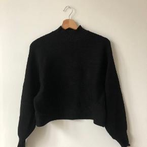 Ribbed sweater, super comfy and warm. In excellent condition, and great for layering! 10% bundle discount for 2+ items in my closet!