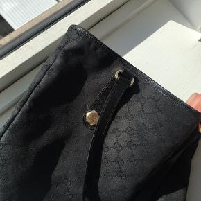 Sælger den smukkeste Gucci taske Har fået den i gave, så har desværre ikke kvitteringen. Kom med et seriøst byd!