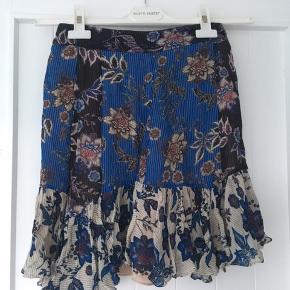 Sommer nederdel / blomster nederdel Lukkes med lynlås Nypris: 450kr