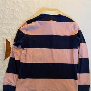 Ralph Lauren polo i navy og lyserøde striber med lysegrønt logo, størrelse L. Super fin stand! Byd gerne!