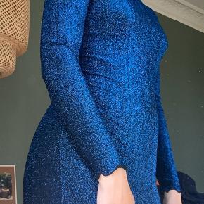Brugt 1 gang🌸 glimmer kjole med flotte detaljer
