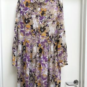 Super fin kjole fra Ichi, brugt få gange.