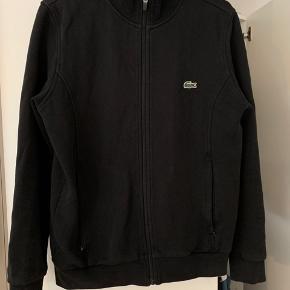 Lacoste Track jakke. Lækker kvalitet, fejler intet.  Str. 3/small  Lommer med lynlås.   Skriv hvis du har nogle spørgsmål.