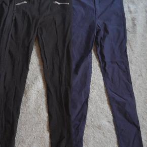 4 par bukser i str. L/42.  1 par løbetights brugt en smule. Et par løse, sorte bukser, nye med prismærke,  Et par stramme sorte bukser, brugt lidt, men ikke slitage.  Et par stramme mørkeblå bukser, aldrig brugt eller vasket.