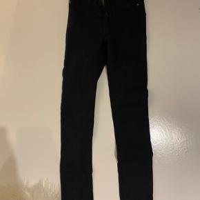 Sælger mine sorte jeans fra gina trico.  Sælger da de ikke bliver brugt mere.  Byd gerne☺️