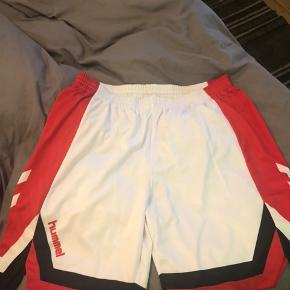 Shorts magen til dem, som herrelandsholdet spillede i til VM 1992.