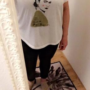 Brugt en enkelt gang, Frida Khalo oversize t-shirt til en xs-m