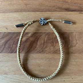 Det populære armbånd med firkløver-lukning.  Brugt meget lidt.  Næsten lige købt   Er stadig i butikkerne