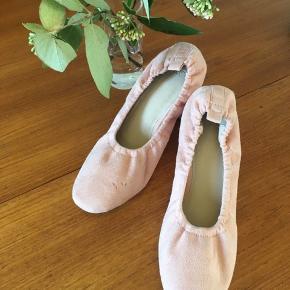 Hæle i lyserød velour med elastikkant