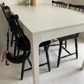 Super fint udtræksbord fra Ikea. Modellen hedder EKEDALEN, og måler 120/180x80 cm.  Fremstår som nyt. Kom med bud
