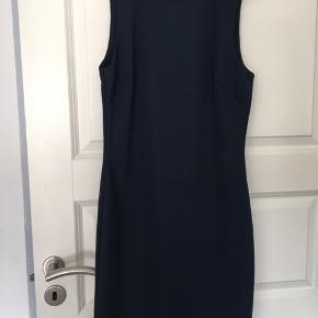Mørke blå kjole fra vero mode aldrig brugt stadig med prismærke