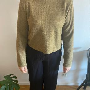 Super flot bluse med puder i skuldrene