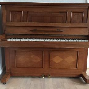 Wagner klaver med jernramme kan afhentes gratis i Fredericia centrum - står på 1. sal.