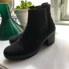 Sælger disse ruskindsstøvler fra Bianco, da jeg ikke får dem brugt. Str. 39  Kan afhentes på Amager eller sendes på købers regning.