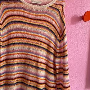 OVERVEJER salg af denne sindsygt eftertragtede Zara kjole.  Kjolen er str L, men jeg er s/m og passer den fint.   Byd seriøst. Har ikke travlt med at sælge.