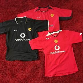 3 stk. Manchester United trøjer sælges!Alle i str. 152-158/12-13 år. God stand, men brugt. Pris samlet: 100kr Pris pr. stk: 40 kr