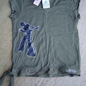 Varetype: Lækker Adidas bluse str. 140Størrelse: 10år Farve: Se foto Oprindelig købspris: 279 kr.  Lækker Adidas bluse str. 140. Brugt få gange. Fremstår som ny.  Byd!