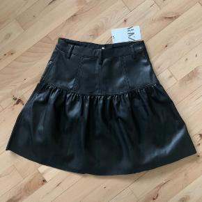 Zara imiteret læder nederdel  Aldrig brugt, stadig med prismærke Str xs