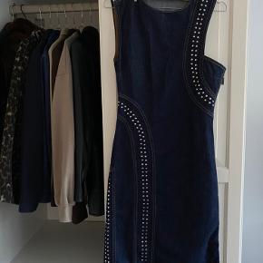 Byd - sælger min Saks Potts denim kjole, hvis det rette bud kommer.   Np: 3500kr