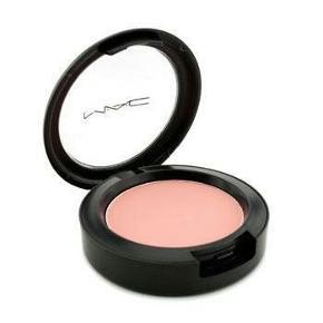 Mac Powder Blush i farven Rosy Outlook. Er brugt få gange :)