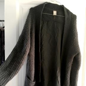 Sweater fra VILA i str L. Kan dog sagtens bruges af en str. M også 😊